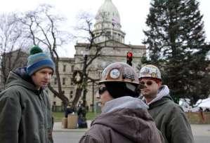 Travailleurs devant le Capitole à Lansing