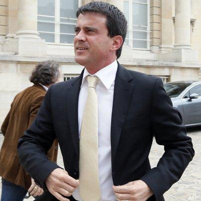 Mme Valls n'a probablement aucune influence sur son choix de costumes et de cravates